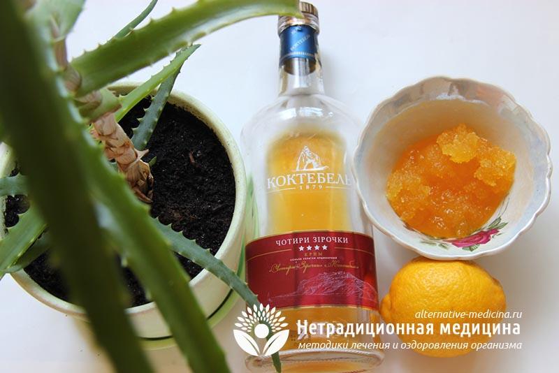 Витаминная смесь с алоэ, медом, лимоном и коньяком