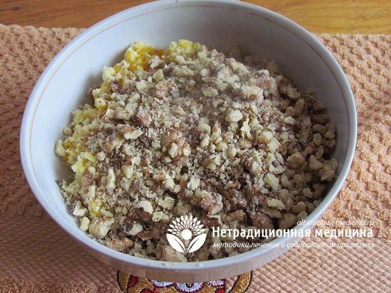 Смесь из орехов и сухофруктов с медом для иммунитета