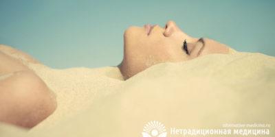 Миниатюра к статье Псаммотерапия — все про приятное и полезное лечение песком