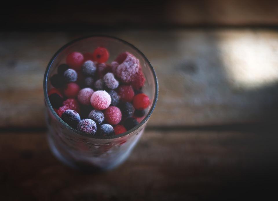 Как замораживать ягоды и фрукты зиму