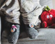 Миниатюра к статье Почему мерзнут ноги и как с эти бороться правильно?